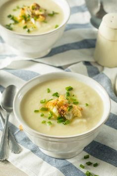Healthy Homemade Cauliflower Soup by on PhotoDune. Healthy Homemade Cauliflower Soup with Butter and Chives - April 21 2019 at Broccoli Soup Recipes, Healthy Soup Recipes, Vegetarian Recipes, Cooking Recipes, Cooking Chili, Chili Recipes, Sopas Light, Cheddar Soup Recipe, How To Cook Chili