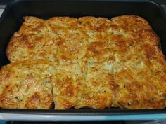 Szereted a bundáskenyeret? Nos, ez egy olyan recept, ami azonnal a kedvenceddé … Breakfast Bake, Breakfast Recipes, Czech Recipes, Ethnic Recipes, Good Food, Yummy Food, Salty Foods, Hungarian Recipes, Appetisers