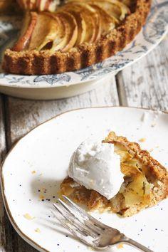 Apple & Rosemary Tart. Gluten free, dairy free, vegan and paleo. Recipe on www.thelittlegreenspoon.com