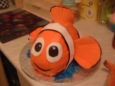 Finding Nemo Cake, starting to think about Sophie's 1st birthday
