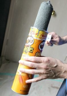 Not a Drop: A Dozen Tips and Hacks that Make Painting Cleanup Easy. 12 Tips and Hacks that Make Painting Cleanup Easy Pringles Dose, Pringles Can, Painting Tips, House Painting, Apartment Painting, Painting Techniques, Home Repairs, Do It Yourself Home, Home Hacks