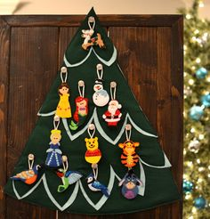 Super cute Christmas tree for Toddlers to decorate and undecorate