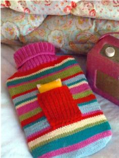 nice little cover Yarn Crafts, Fabric Crafts, Knitting Patterns Free, Crochet Patterns, Water Bottle Covers, Knit Headband Pattern, Craft Stalls, Lavender Sachets, Knitted Animals