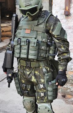Love this load out, this guy is probably from somewhere back East if hes rocking that much green