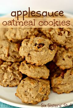 Low Unwanted Fat Cooking For Weightloss Applesauce Oatmeal Cookies Six Sisters' Stuff An Easy, Delicious, Kid-Friendly Snack Or Dessert Köstliche Desserts, Delicious Desserts, Dessert Recipes, Yummy Food, Plated Desserts, Oatmeal Applesauce Cookies, Oatmeal Cookie Recipes, Baking With Applesauce, Homemade Applesauce