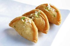 Gujiya is the famous Indian Sweet Dish, made with all-purpose flour, ghee, khoya and cardamoms. Holi is the main festival in India and Gujiya is highly mad Indian Dessert Recipes, Indian Sweets, Indian Snacks, Indian Recipes, Jain Recipes, Arabic Sweets, Indian Foods, Desert Recipes, Holi Recipes