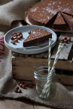 Hazelnoten, chocolade, romig: Nutella! Maar dan verwerkt in een heerlijke taart zonder gluten of geraffineerde suikers. Deze moet je echt proberen!