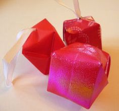 ideas for origami christmas box link Origami Christmas Tree, Christmas Tree Baubles, Christmas Cards To Make, Christmas Crafts, Origami Lamp, Origami Box, Christmas Activities For Kids, Fun Crafts For Kids, Origami Flowers Instructions