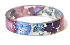 We Heart It 経由の画像 #resinjewelry #pinkbracelet #flowerjewelry #realflowerjewelry #pinkflowerjewelry #blueflowerbracelet #jewelrywithrealflowers