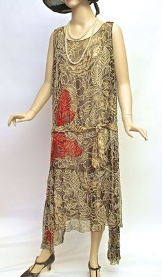 Dress, silk foliate print with glass beads, unlabelled, c. 1920s Fashion Women, 1900s Fashion, Vintage Fashion, Roaring 20s Fashion, Roaring Twenties, 1920s Outfits, Vintage Outfits, 1920s Women's Clothing, 20s Dresses