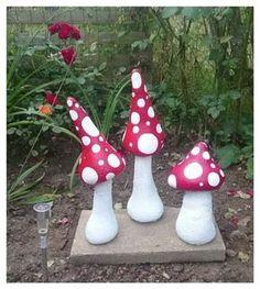 Bildergebnis für beton i nylonstrømpe Concrete Garden Ornaments, Cement Garden, Garden Art, Concrete Crafts, Concrete Art, Concrete Projects, Garden Mushrooms, Papercrete, Art Wall Kids