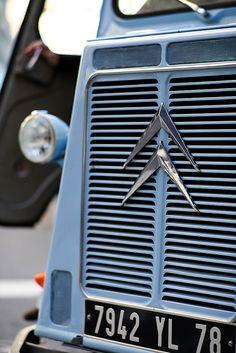 Citroen Van, Citroen Type H, Classic Trucks, Classic Cars, Peugeot, Automobile, Car Badges, Blue Vans, Cute Cars