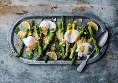 Sparris med pocherat ägg och hollandaise noisette - Recept | Arla Egg Recipes, Lchf, Sprouts, Asparagus, Chicken, Meat, Vegetables, Cooking, Food