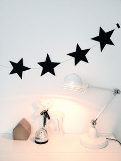 Deco and Living: DIY: Guirnalda de estrellas para la pared