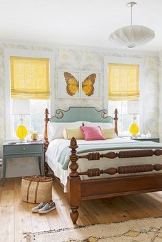 In the guest room, Keenan used a mix of light turquoise and canary-yellow roman shades to create a lively retreat.