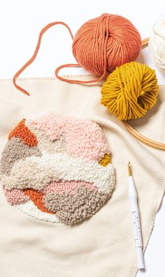 DIY: Punch Needle / step by step Knit Rug, Rug Yarn, Cute Crafts, Crafts To Make, Punch Needle Set, Beginning Embroidery, Diy Trend, Rico Design, Diy Embroidery
