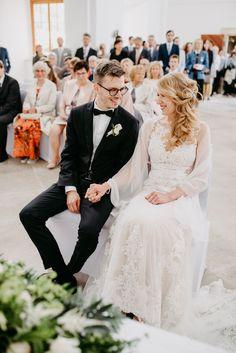 Location: Kloster Wüste Mannersdorf  Fotograf: Tobias Müller / PhoTobi / Natürlich, authentisch, ungezwungen. Lace Wedding, Wedding Dresses, Tobias, Location, Fashion, Small Moments, Baby Sister, Wedding Photography, Wedding Dress Lace