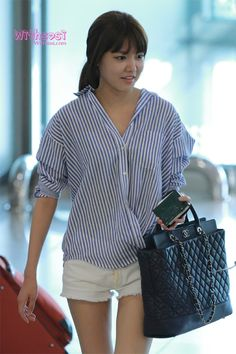 I am a girl who isn't afraid of wearing big shirt. No fear hanging vertical stripes on my skinny frame. Snsd Fashion, Fashion Idol, Girl Fashion, Korean Airport Fashion, Korean Fashion, Vertical Striped Shirt, Vertical Stripes, Sooyoung Snsd, I Love Girls