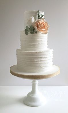 Rustic style icing with sugar roses and foliage