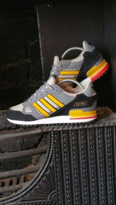 Adidas originals zx750 Adidas Zx, Adidas Sneakers, Adidas Fashion, Men's Fashion, Top Shoes, Me Too Shoes, Adidas Originals Jeans, Casual Looks, Trainers