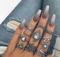 Grey ombre nails http://hubz.info/57/cute-nail-art