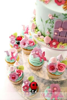 fairy cake and cupcakes. Beautiful Cupcakes, Gorgeous Cakes, Pretty Cakes, Cute Cakes, Amazing Cakes, Yummy Cakes, Fancy Cakes, Mini Cakes, Cupcake Cakes