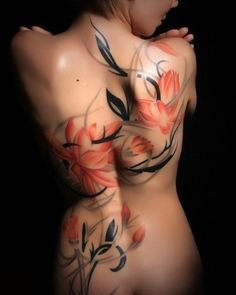 Beautiful floral female back tattoo #back #tattoo #InkedMagazine #floral #flowers #tattoos