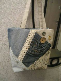 Turn old jeans into this recycled denim bagThe link is bad, but the photo is worth saving for those of us obsessed with making purses.A fairly simple toteThis Pin was discovered by Szi Patchwork Bags, Quilted Bag, Jean Purses, Purses And Bags, How To Make Purses, Making Purses, Bag Quilt, Sacs Tote Bags, Diy Sac