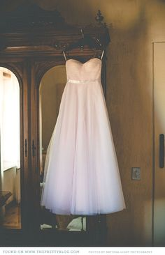 Light pink wedding dress | Dress: Elbeth Gillis, Photo: Natural Light Photography