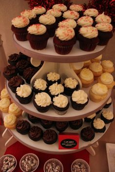 Cupcake Display at a Christmas Party #christmas #cupcakes