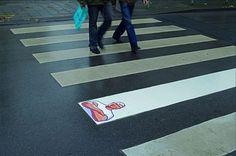 """""""Don limpio"""" capta la atención de los transeúntes en la calle. Una ingeniosa forma de despertar el interés de los ciudadanos, con una publicidad nada agresiva"""