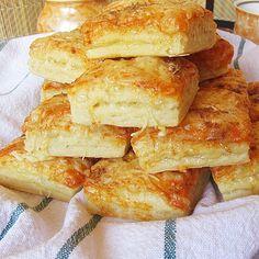 Mennyei kockaformájú pogácsa- két isteni összetevővel - Blikk Rúzs Croissant, Winter Food, Hot Dog Buns, Sandwiches, Bakery, Bread, Snacks, Chicken, Pizza