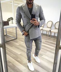 24 Best Blazers For Men& In 2016 Mens Craze is part of Mens fashion One word versatility Blazers are a MUST for your wardrobe because they are so versatile From casual to formal, blazers can - White Jeans Outfit, Grey Outfit, Grey Jeans, Distressed Jeans, Stylish Men, Men Casual, Herren Outfit, Men Style Tips, Blazers For Men