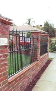 combo fence with raised yard Brick Fence, Concrete Fence, Front Yard Fence, Front Gardens, Outdoor Gardens, Backyard Fences, Backyard Landscaping, Palisade Fence, Fence Gate Design