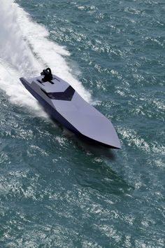Big Yachts, Super Yachts, Wooden Speed Boats, Wooden Boats, Yacht Design, Boat Design, Boat Fashion, Cool Boats, Boat Stuff
