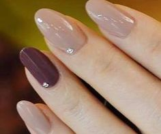 False nails have the advantage of offering a manicure worthy of the most advanced backstage and to hold longer than a simple nail polish. The problem is how to remove them without damaging your nails. Marriage is one of the… Continue Reading → Fancy Nails, Pretty Nails, Nude Nails, Acrylic Nails, Metallic Nails, Fantastic Nails, Hair And Nails, My Nails, Uñas Fashion