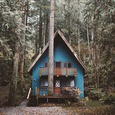Holy Smokes. This is the cutest little home