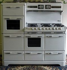 1950s *RARE* O'Keefe and Merritt Town and Country Aristocrat Gas Range. Specs: 6 burners, 2 ovens, infrared broiler oven, bread proofer/plate warmer, automatic oven