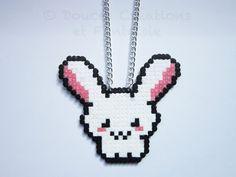 Gioiello collana coniglietto kawaii, perline perle hama, geek di 8 bit pixel art, adolescente di donna bambino, fatto a mano