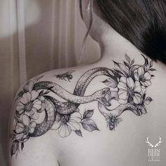fineline snake and flower shoulder tattoo for girls - Tattoo Stil - tattoos Mädchen Tattoo, Tattoo Son, Back Tattoo, Body Art Tattoos, Ouroboros Tattoo, Wrist Tattoo, Tattoo Small, Mandala Tattoo, Tattoo Girls