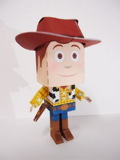 un paper toy Woody...