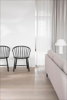 Johansson's chair draws a parallel to traditional Windsor, as well as Nordic folk furniture. The curved chair with sloping arms works as a comfortable dining chair, or a lounge chair facing a sofa. Comfortable Dining Chairs, Outdoor Dining Chairs, Danish Furniture, Furniture Design, Lounge Sofa, Furniture Companies, Chair And Ottoman, Scandinavian Interior, Danish Design