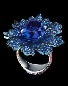 Jewellery Theatre: Flowers High Jewellery Ring