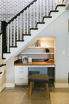 Genius Under Stairs Storage Ideas For Minimalist Home 19 Understairs Storage Genius home Ideas Minimalist stairs storage Office Under Stairs, Space Under Stairs, Under The Stairs, Closet Under Stairs, Basement Renovations, Home Remodeling, Basement Bedrooms, Basement Stairs, Basement Ideas