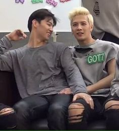I could Accept divergent's series and how it ended but I CANNOT accept this one I hope I choke i love these books too much #imjaebum#jacksonwang#jackbum#got7