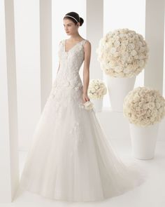 MANILA - Lace dress with beading and tulle in a natural colour.71T93 - Helena tulle net tiara, natural colour.