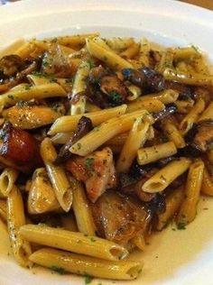 *Copycat Cheesecake Factory Pasta Di Vinci.  Made this 06.13.16 and it was very good. Doubled the sauce and added chicken bullion paste,  Marsala Wine, extra garlic; and doubled the sauce. Then it was really, really, great!   ML