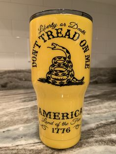 Gadsden designed this flag during the American Revolution in This Tumbler bares the coiled rattle snake ready to strike! Order yours today ! Don't Tread On Me(United States Declaration of Independence signed July Vinyl Tumblers, Custom Tumblers, Acrylic Tumblers, Glitter Tumblers, Tumbler Diy, Thermos, Tumblr Cup, Diy Epoxy, Glitter Cups