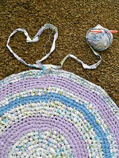 round rag rug crocheted from old sheets