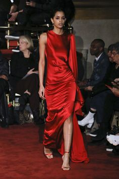The complete Christian Siriano Fall 2018 Ready-to-Wear fashion show now on Vogue Runway.